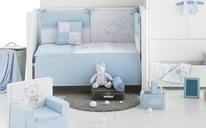edredon de cuna de bebé con osito en color azul precioso